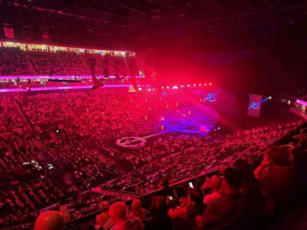 T-Mobile Arena, secção: 220, fila: G, lugar: 8