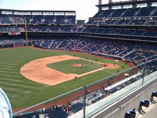 Citizens Bank Park, secção: 329, fila: 2, lugar: 24