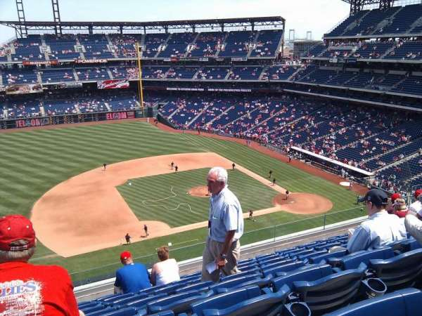 Citizens Bank Park, secção: 327, fila: 8, lugar: 24