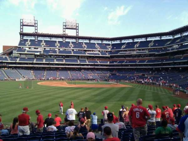 Citizens Bank Park, secção: 144, fila: 15, lugar: 4