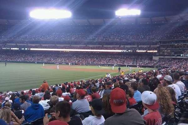 Angel Stadium, secção: F105, fila: R, lugar: 1