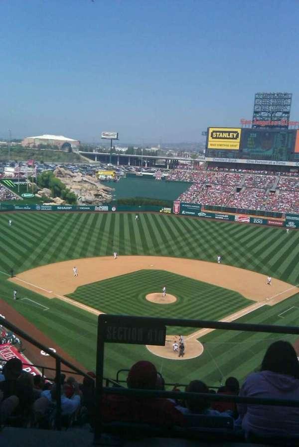 Angel Stadium, secção: V418, fila: I, lugar: 1