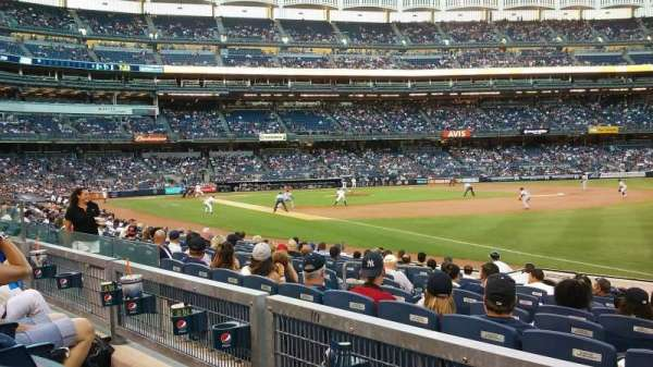 Yankee Stadium, secção: 111, fila: 13, lugar: 6