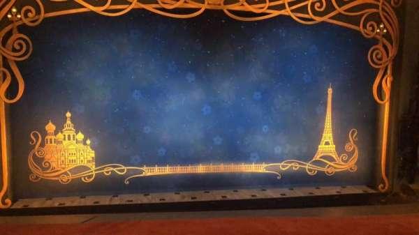Broadhurst Theatre, secção: Mezzanine C, fila: A, lugar: 104
