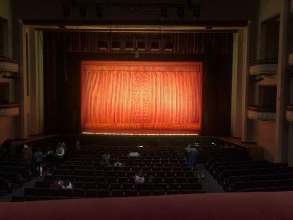 Belk Theater, secção: Grand Tier, fila: A, lugar: 129