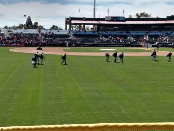 Scottsdale Stadium, secção: Lawn