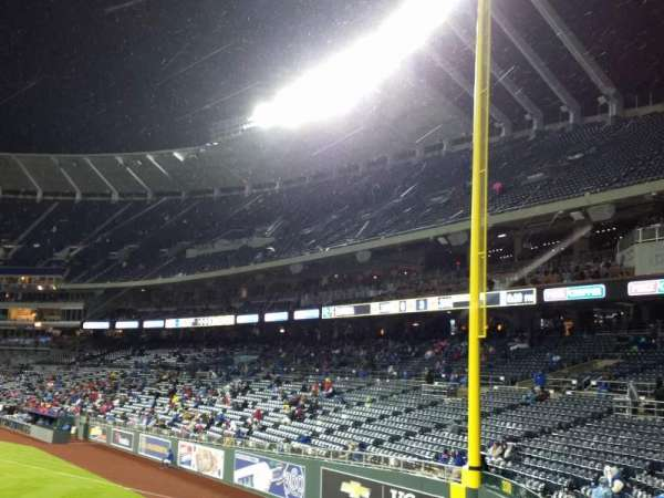 Kauffman Stadium, secção: 104, fila: a, lugar: 11