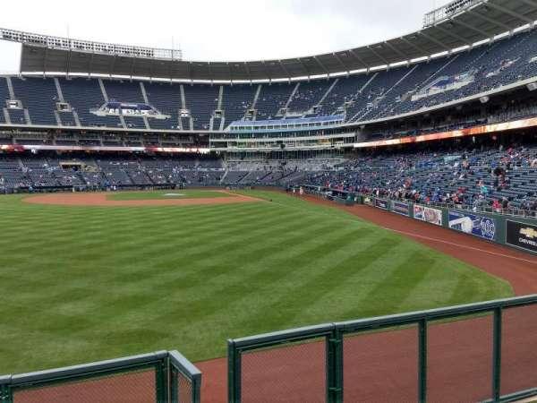 Kauffman Stadium, secção: 104, fila: a, lugar: 13