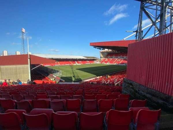 Pittodrie Stadium, secção: Y, fila: NN, lugar: 274
