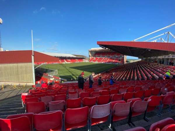 Pittodrie Stadium, secção: Y, fila: MM, lugar: 291