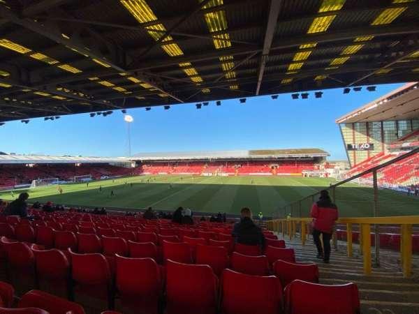 Pittodrie Stadium, secção: S, fila: FF, lugar: 93