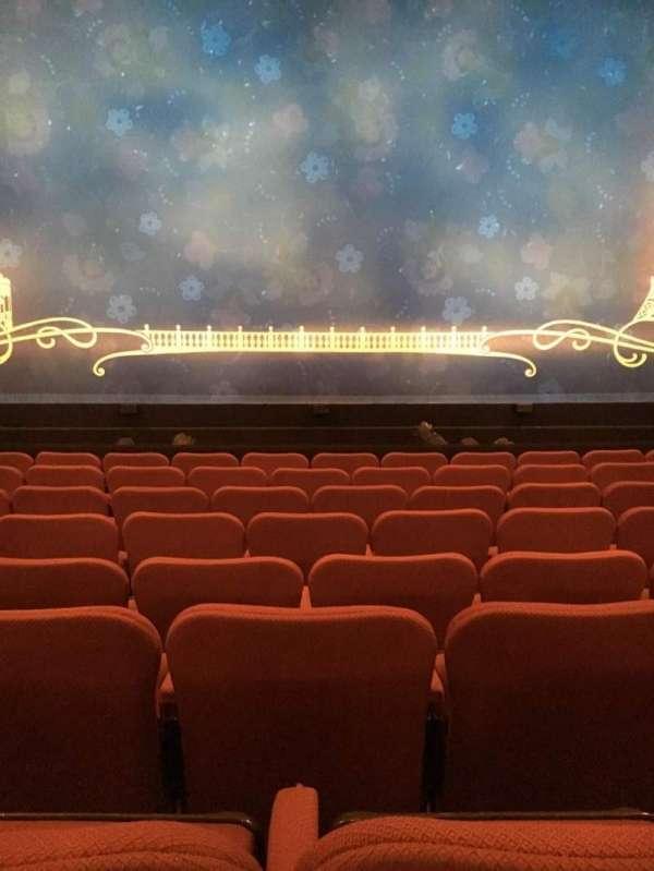Broadhurst Theatre, secção: Orchestra C, fila: H, lugar: 107
