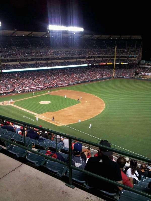 Angel Stadium, secção: V532, fila: A, lugar: 9