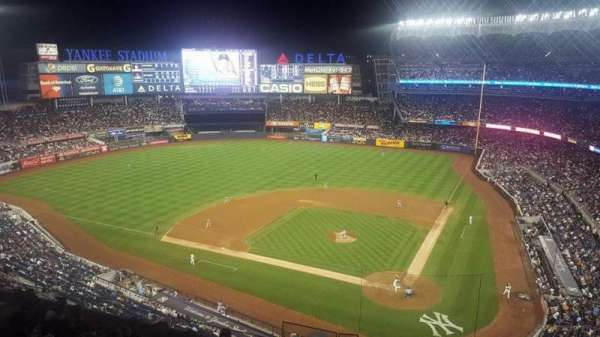Yankee Stadium, secção: 322S, fila: 9SR, lugar: 9