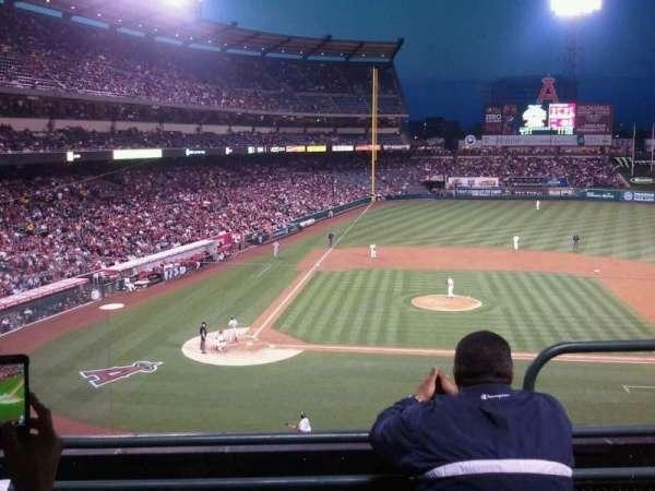 Angel Stadium, secção: 332, fila: C, lugar: 9