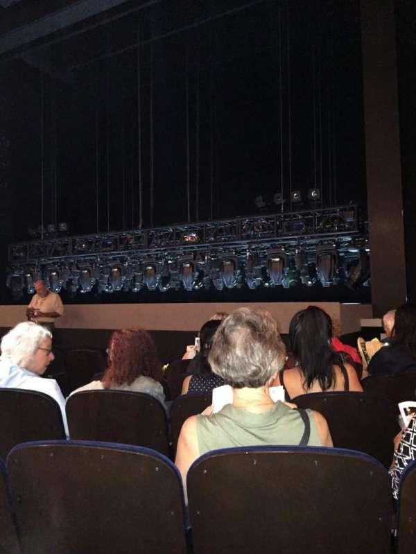 Lunt-Fontanne Theatre, secção: Orchestra, fila: J, lugar: 10