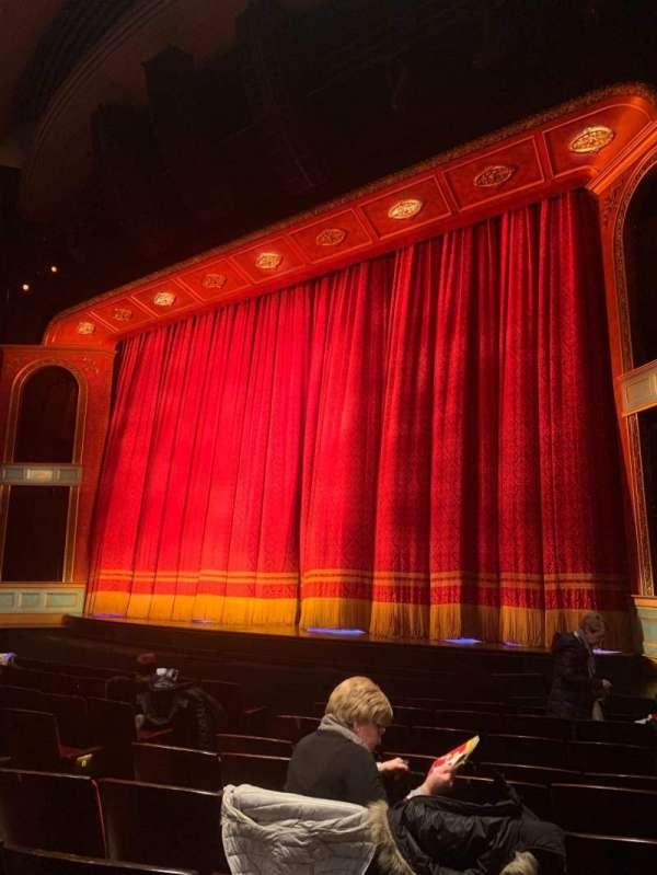 Marquis Theatre, secção: Orchestra R, fila: J, lugar: 10