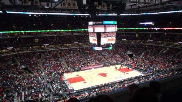 United Center, secção: 320, fila: C, lugar: 4