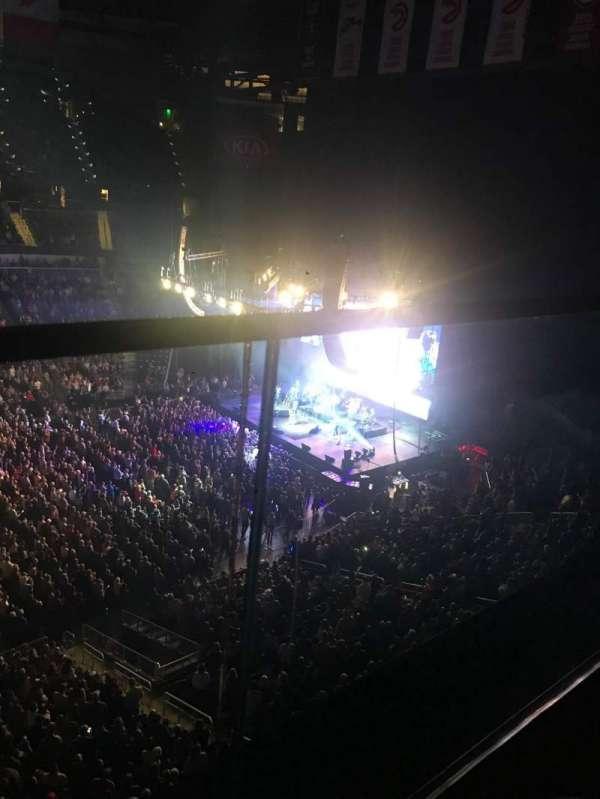 State Farm Arena, secção: 209, fila: A, lugar: 14