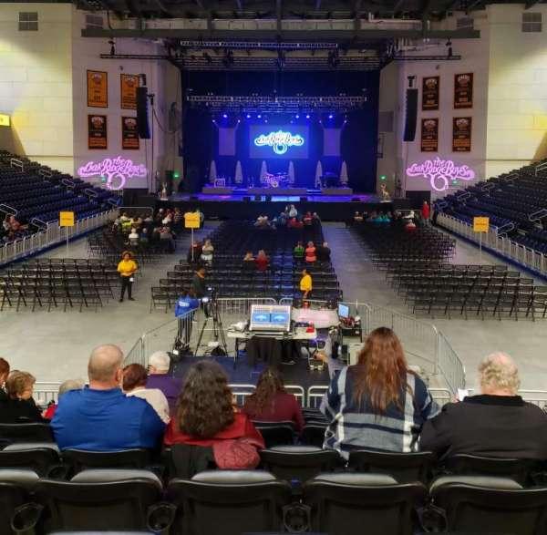 UMBC Event Center, secção: 100, fila: M, lugar: 11
