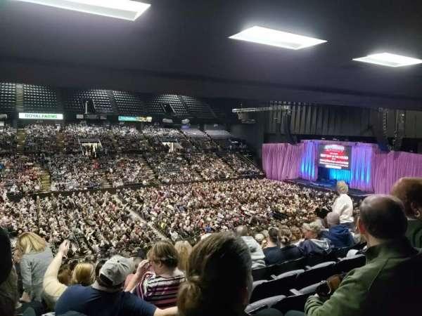 Royal Farms Arena, secção: 212, fila: O, lugar: 9 -10