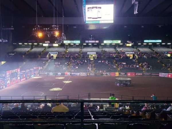 Royal Farms Arena, secção: 209, fila: A , lugar: 13