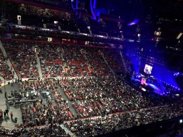 Little Caesars Arena, secção: 214, fila: 1, lugar: 8