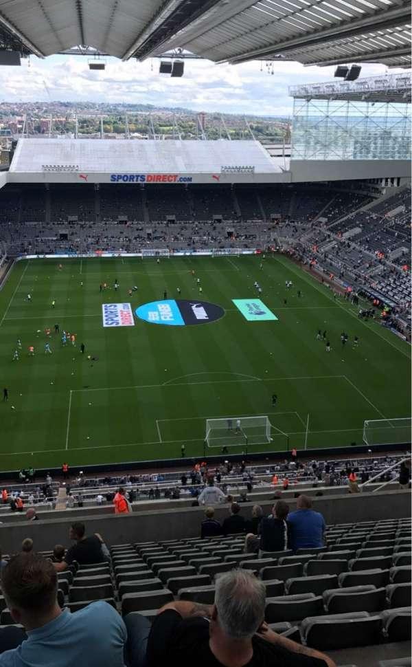St James' Park, secção: Leeses Stand Level 7, fila: V, lugar: 546