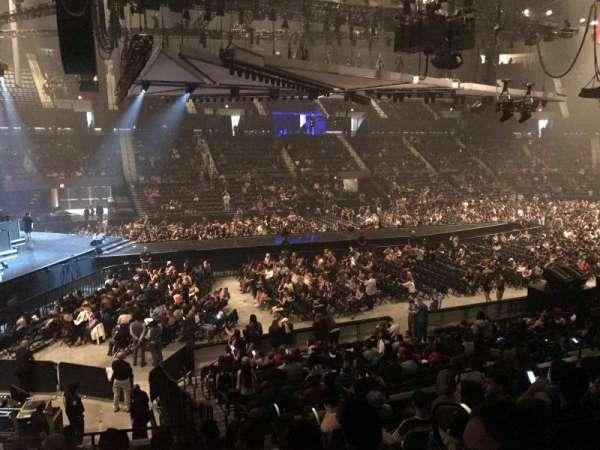 Nassau Veterans Memorial Coliseum, secção: 120, fila: 8, lugar: 3