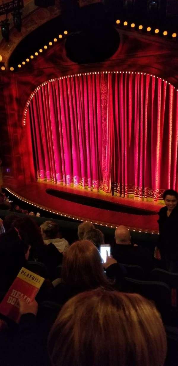 Shubert Theatre, secção: Mezzanine R, fila: E, lugar: 18