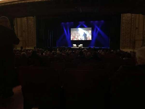 Chicago Theatre, secção: MNFL3R, fila: R, lugar: 302
