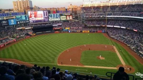 Yankee Stadium, secção: 424, fila: 8, lugar: 2