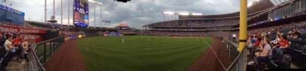 Kauffman Stadium, secção: 107, fila: J, lugar: 14