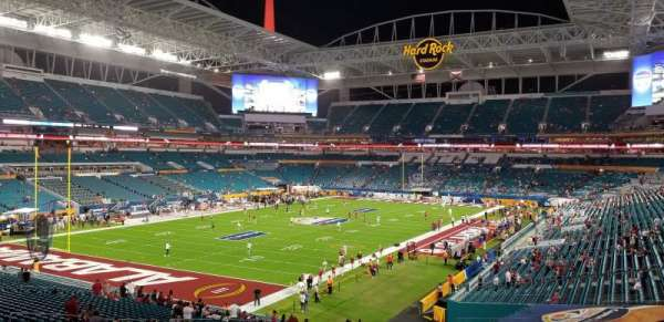 Hard Rock Stadium, secção: 227, fila: 6