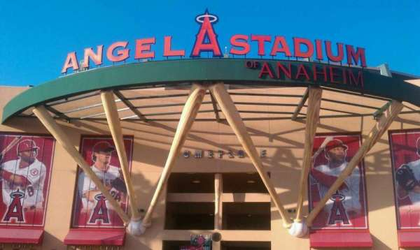 Angel Stadium, secção: entrance