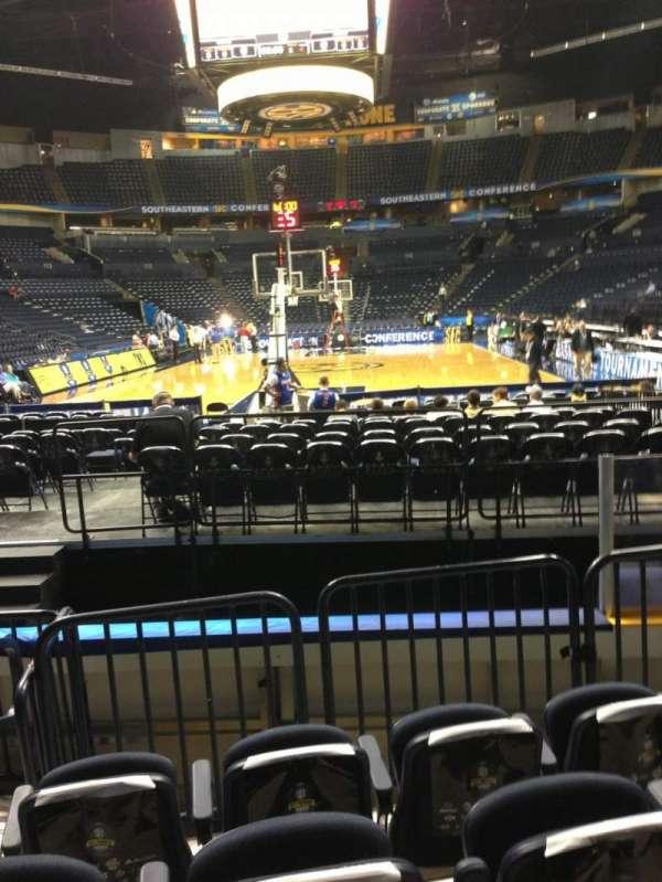 Bridgestone Arena, secção: 101, fila: EE, lugar: 8