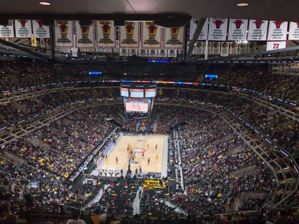 United Center, secção: 325, fila: 16, lugar: 15