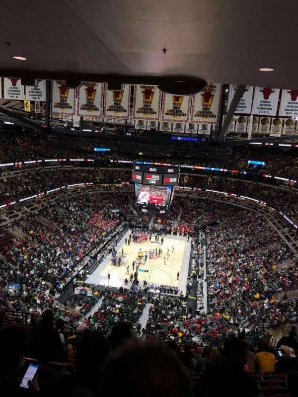 United Center, secção: 325, fila: 16, lugar: 14