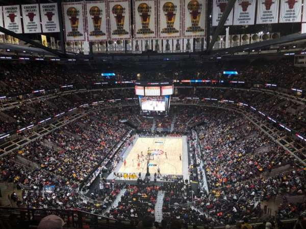 United Center, secção: 325, fila: 13, lugar: 17