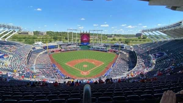 Kauffman Stadium, secção: 420, fila: ZZ, lugar: 16