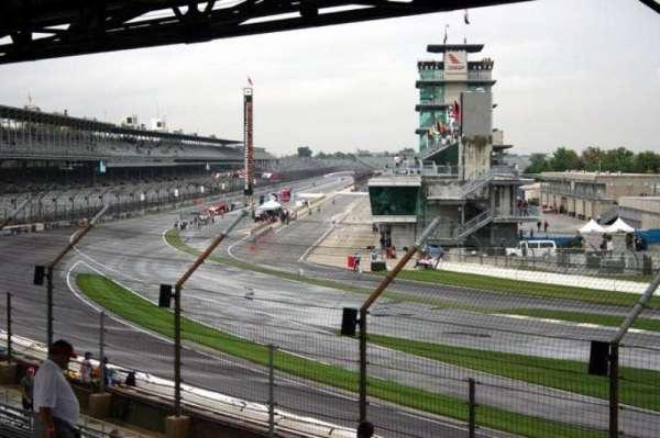 Indianapolis Motor Speedway, secção: E stand Box 17, fila: Q, lugar: 1