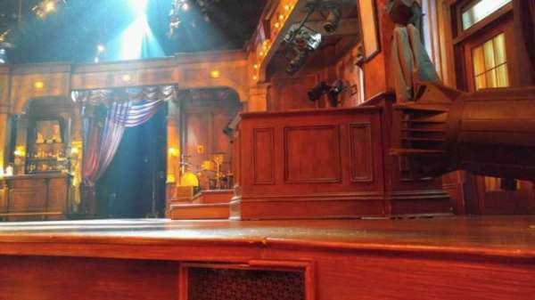 Bernard B. Jacobs Theatre, secção: orchestra, fila: A, lugar: 8