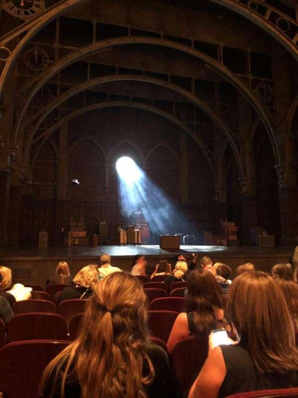 Lyric Theatre, secção: Orchestra L, fila: H, lugar: 13