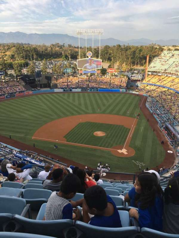 Dodger Stadium, secção: 9TD, fila: K, lugar: 8