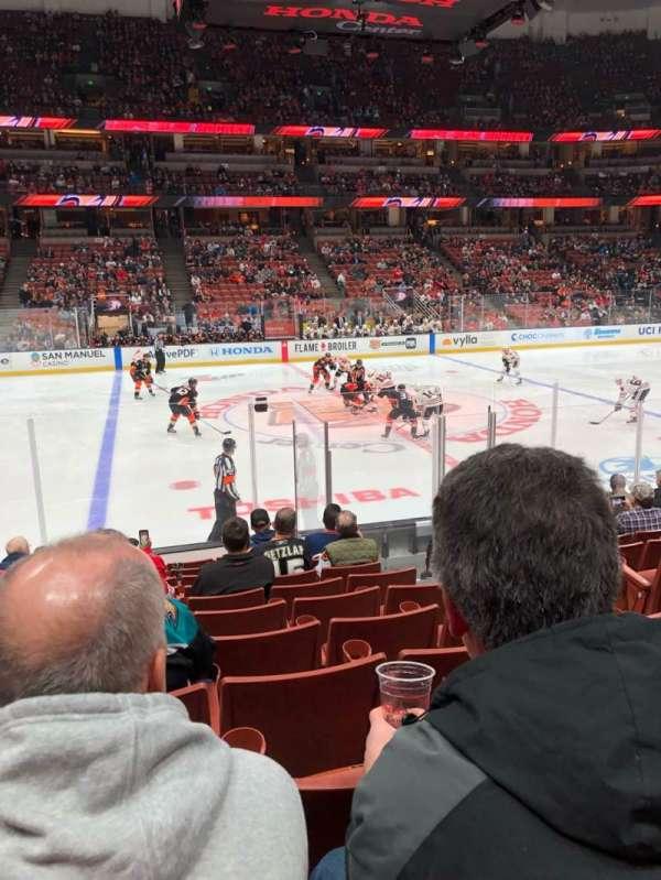 Honda Center, secção: 223, fila: L, lugar: 4