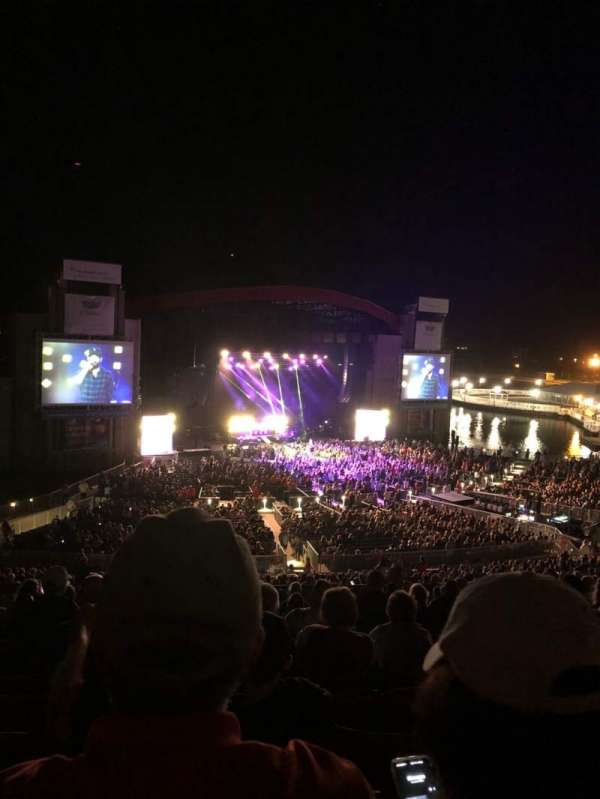 Jones Beach Theater, secção: 14L, fila: PP, lugar: 8