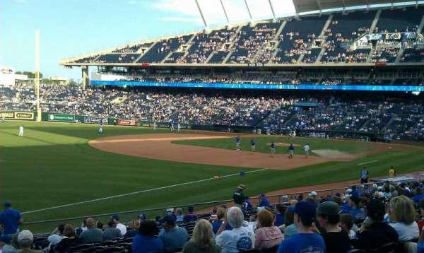 Kauffman Stadium, secção: 112, fila: x, lugar: 8