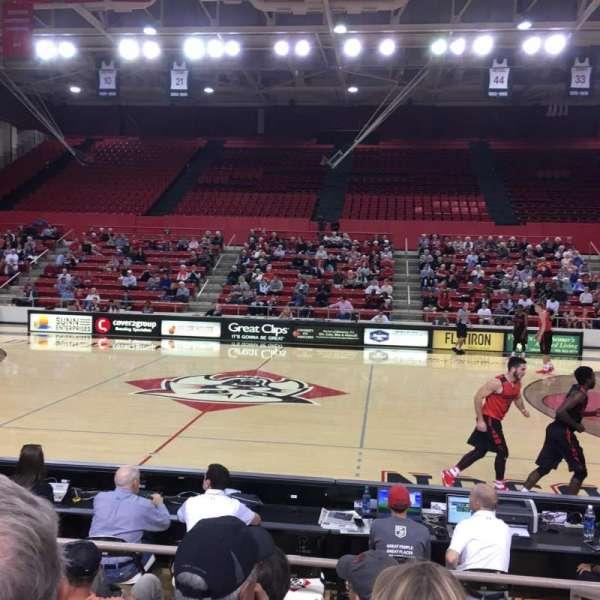 John M. Belk Arena, secção: 10, fila: B, lugar: 1