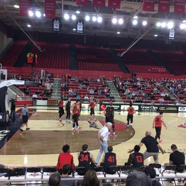 John M. Belk Arena, secção: 12, fila: E, lugar: 1