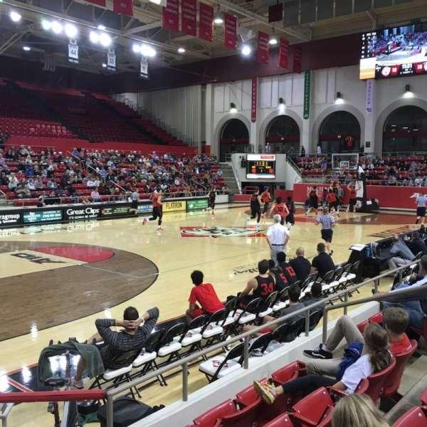 John M. Belk Arena, secção: 16, fila: H, lugar: 1